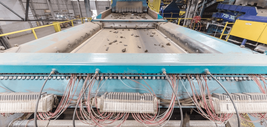 מיון חלקי מכוניות לגריטה - טכנולוגיה - מדע פלוס