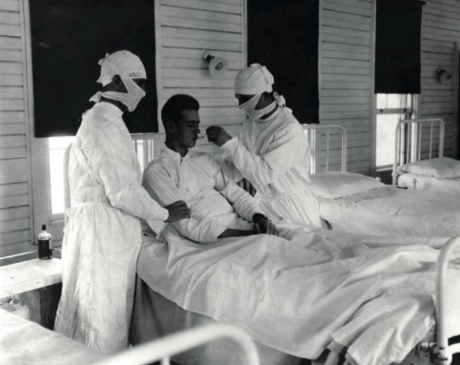 אדם המקבל טיפול בשפעת בניו אורלינס, לואיזיאנה, בסביבות שנת 1918 - מדע - מדע פלוס