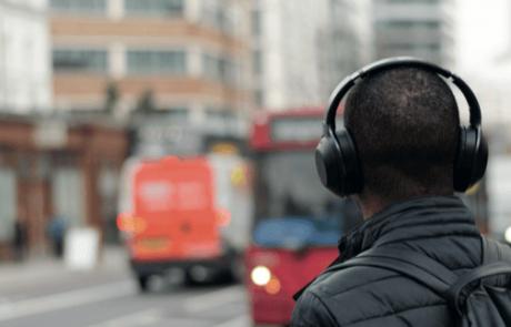אוזניות יכולות לפגוע לנו בשמיעה – בקלות!