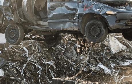 ממגרש הגרוטאות למנועים חדשים – חיי מכונית בתמונות