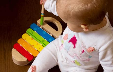 צעצועי תינוקות עם פחות פעולות